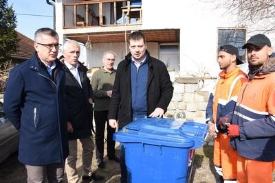 reciklabilni otpad, kante. Opština Zemun, Milisav Pajević