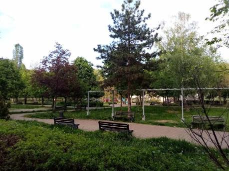 park, rastinje, zbunje, klupe, zbun, zelenilo, ekonec, ekonec mesecnik, Milisav PajevićCOVID-19